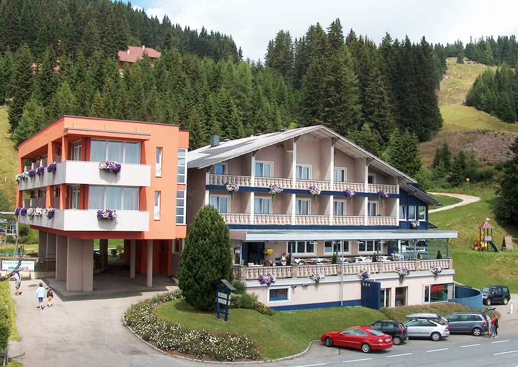 Hotel Hochegger als Startpunkt für das Wanderparadies Klippitztörl in Kärnten. Perfekte Lage für kleine Touren mit Kindern.